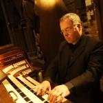 Ruud Huijbregts aan het orgel van de Catharinakerk (foto: Harmen Rooms)